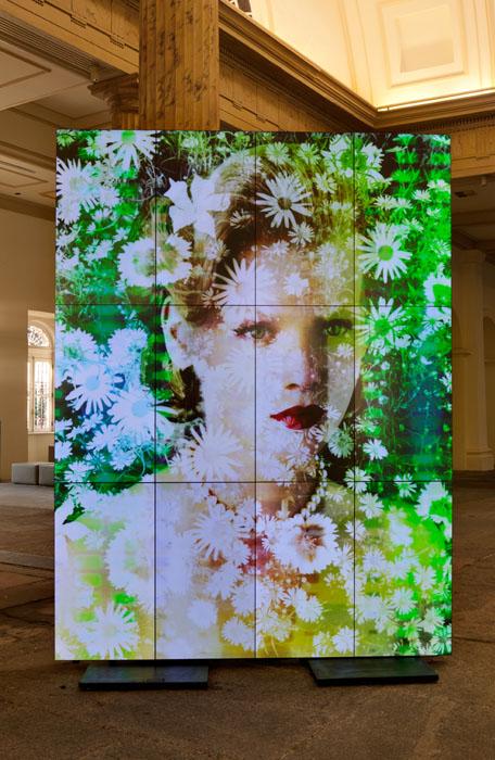Exposição / instalação de Valerie Belin, na Casa França Brasil